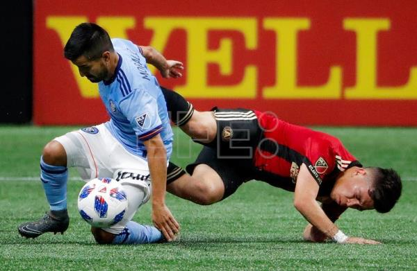 New York City midfielder Maximiliano Moralez (L) of Argentina in action against Atlanta United midfielder Ezequiel Barco (R) of Argentina during the second half of the MLS soccer match between the New York City FC and Atlanta United FC at Mercedes-Benz Stadium in Atlanta, Georgia, USA, 15 April 2018. EFE
