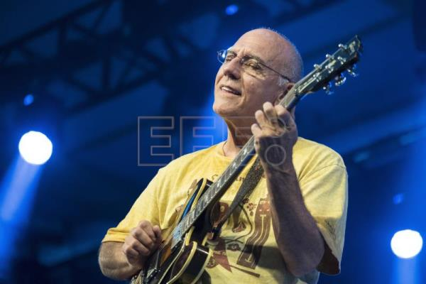 El guitarrista californiano Larry Carlton. EFE/Archivo