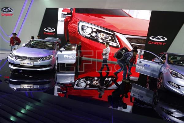 Visitors look at cars at the Chery booth at the 16th Shanghai International Automobile Industry Exhibition in Shanghai, China, April 22, 2015. EFE/EPA/HOW HWEE YOUNG