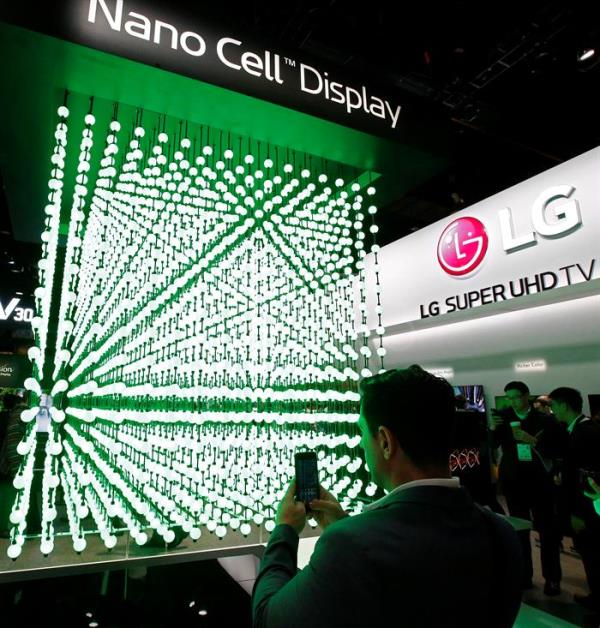 A man takes picture of the nano display inside the LG booth at the 2018 International Consumer Electronics Show in Las Vegas, Nevada, USA, Jan. 10, 2018. EPA-EFE/LARRY W. SMITH