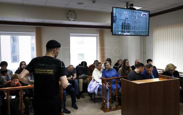 Russian court frees jailed actor pending appeal after public outcry