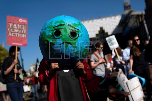 Climate change protests ripple around the globe