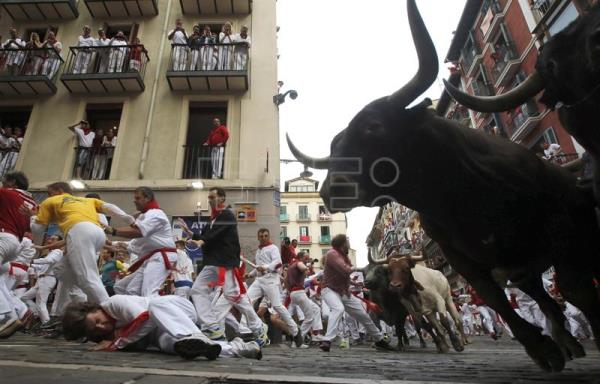 Several runners are chased by bulls from the Miura ranch during the eighth and last bullrun of Sanfermines 2017 in Pamplona, Navarra, northern Spain, July 14, 2017. EPA/JAVIER LIZON