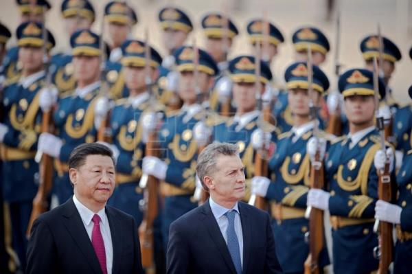 Argentine President Mauricio Macri (R) walks with Chinese President Xi Jinping (L) during a welcome ceremony outside the Great Hall of the People in Beijing, China, May 17, 2017. EPA-EFE FILE/NICOLAS ASFOURI / POOL