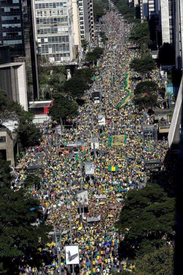 Bolsonaro supported by thousands in Brazilian cities