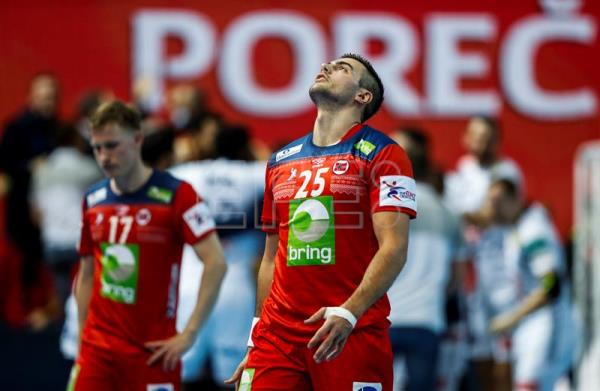 Norway players react after the EHF European Men's Handball Championship 2018 group B match between France and Norway in Porec, Croatia. EFE