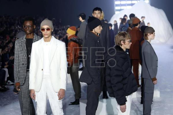 Models present creations by Italian fashion label Ermenegildo Zegna during the Milan Fashion Week, in Milan, Italy. The Men's Fall/Winter 2018/2019 collections are presented from 12 to 15 January. (Moda, Italia) EFE