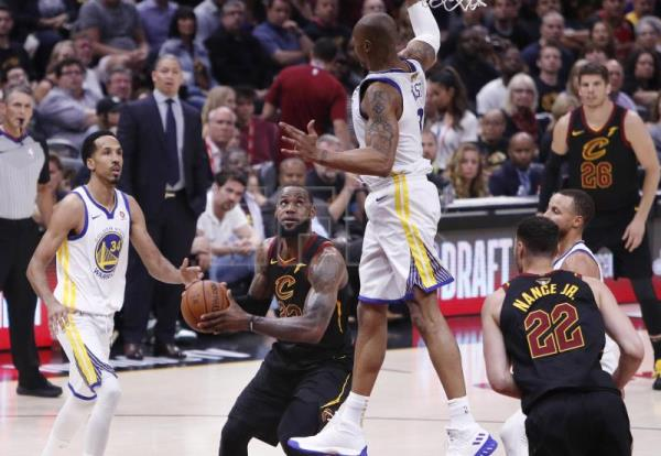 f6b0658b6fcb US president criticizes Los Angeles Lakers  LeBron James over CNN interview