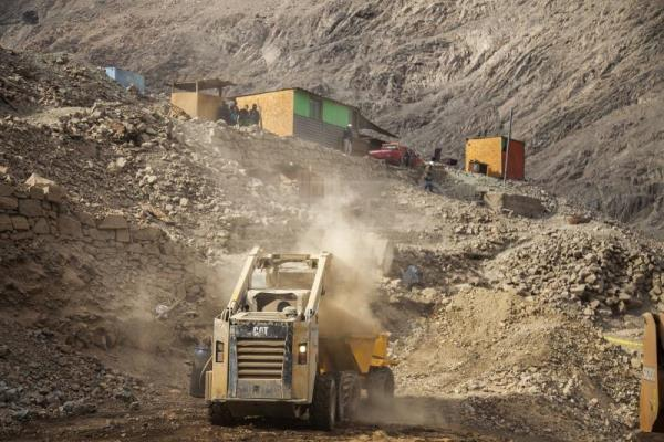 1 Miner rescued in northern Chile, another found dead, a third missing