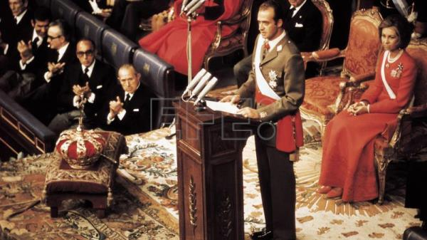 "Don Juan Carlos de Borbón, being sworn king in the Spanish parliament in Madrid on Nov 22, 1975 where he announced his intention to become ""King of all Spaniards"". EFE-EPA(FILE)"
