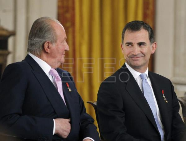 King Juan Carlos sitting beside his heir and Spain's future king Felipe VI during the abdication ceremony that took place in Madrid's Royal Palace on June 18, 2014 EPA- EFE/Alberto Martin (FILE) ***POOL***NO SALES ***POOL***