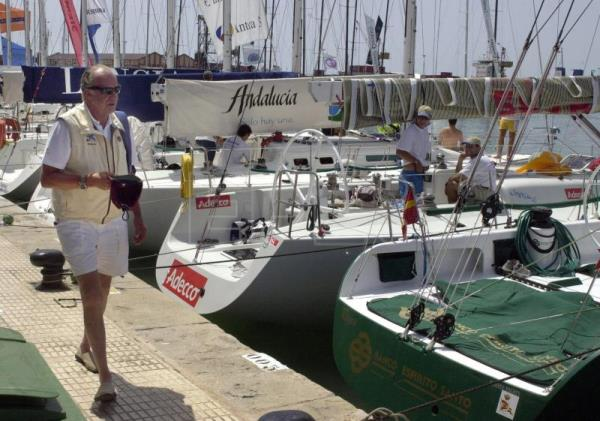 ".The King of Spain get ready to enjoy his passion for sailing as he walks toward his sailship ""Bribon"" moored in the port of Mallorca prior to participating in the King's Sailing Cup .in Palma, Aug, 1997. EPA-EFE (FILE)/M.H.DE LEON/et"