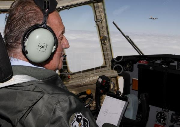 King Juan Carlos piloting a Spanish Air Force Hercules on his way to visiting Air Wing 31 at the Zaragoza Air Force Base on Oct 14, 2008. EPA-EFE (FILE)/Sergio Barrenechea
