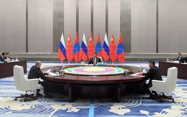 Russian President Vladimir Putin (L), Chinese President Xi Jinping (C) and Mongolian President Khaltmaa Battulga (R) during a meeting on the sidelines of the Shanghai Cooperation Organization (SCO-2018) Summit in Qingdao, Shandong province, China, 09 June 2018. EFE/EPA/Alexei Druzhinin/ SPUTNIK / KREMLIN POOL MANDATORY CREDIT