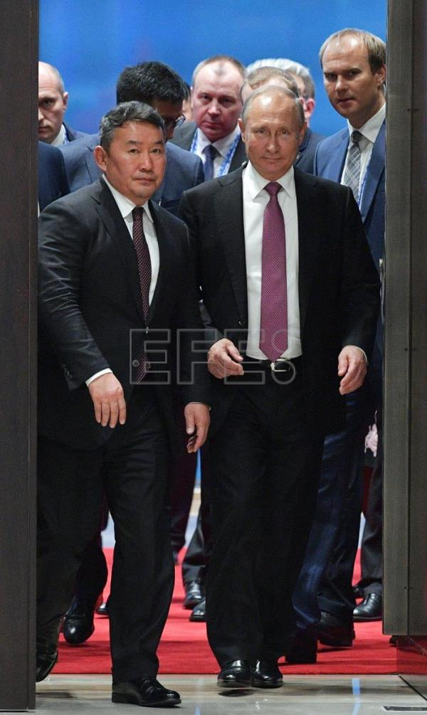Russian President Vladimir Putin (R) and Mongolian President Khaltmaa Battulga (L) arrive for a meeting with Chinese President Xi Jinping (not pictured) on the sidelines of the Shanghai Cooperation Organization (SCO-2018) Summit in Qingdao, Shandong province, China, 09 June 2018. The 18th Shanghai Cooperation Organization Summit is held in Qingdao from 09 to10 June 2018. EFE/EPA/ALEXEI DRUZHININ