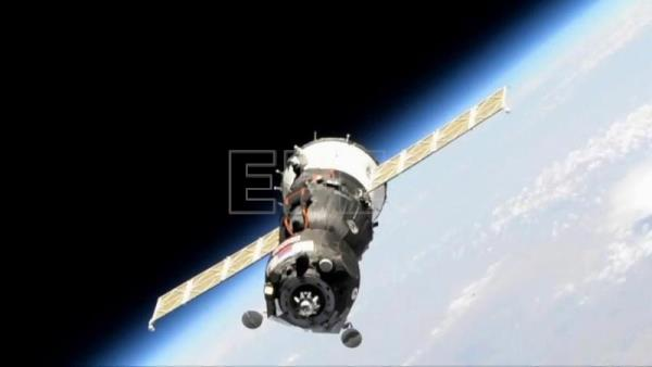 Soyuz carrying robot to attempt dock on ISS after failed attempt