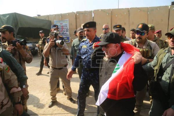 A handout photo made available by Iraqi federal police forces shows Iraqi Prime Minister Haider al-Abadi visiting a military base in western Mosul, Iraq, 09 July 2017. Abadi arrived on 09 July to the Iraqi 'Liberated' city of Mosul and congratulated the Iraqi Forces and its civilian population after reportedly defeating Islamic State Jihadists. EFE