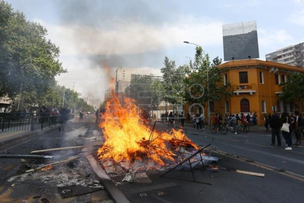 Curfew imposed in Chilean capital amid unrest, gov't freezes metro fare hike