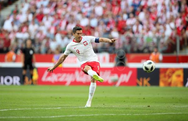Poland's Robert Lewandowski in action during the international friendly soccer match between Poland and Lithuania in Warsaw, Poland, June 12, 2018. EPA-EFE/Leszek Szymanski