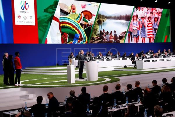 Decio de Maria, co-chairman of the CanadañMexicoñUnited States 2026 FIFA World Cup bid and president of the Mexican Football Federation speaks during the presentation of the Canada-Mexico-United States 2026 FIFA World Cup bid at the 68th FIFA Congress in Moscow, Russia, June 13, 2018. EPA-EFE/FELIPE TRUEBA