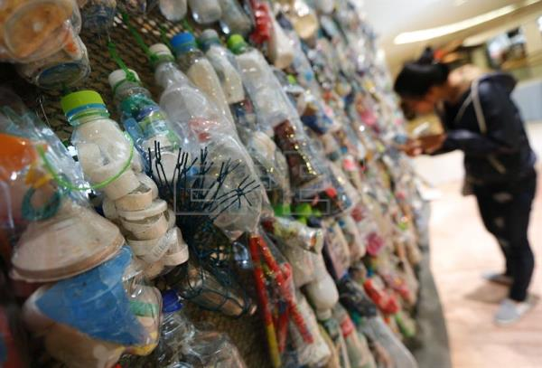 D Art Exhibition Thailand : Thai eco artist transforms plastic trash from sea into art