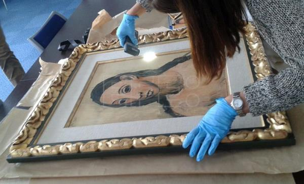 A handout picture made available by French Customs on Aug. 11, 2015 (reissued 07 June 2017) showing Picasso's work 'Head of a Young Woman' handed over to Spanish Authorities in Calvi (France) after it was found in a boat in Corsica. EFE/- EDITORIAL USE ONLY/NO SALES
