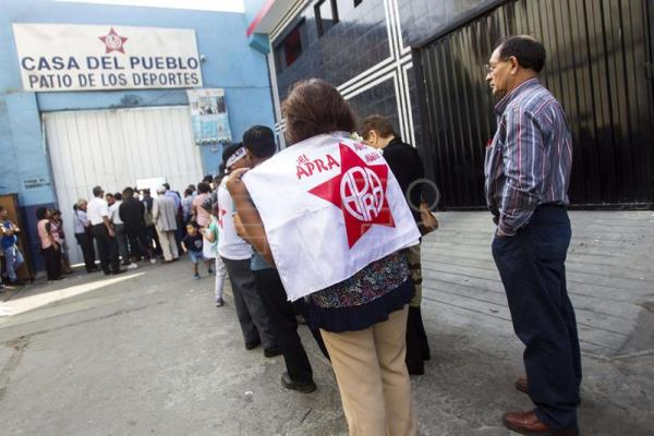 Thousands of Peruvians bid farewell to Alan Garcia