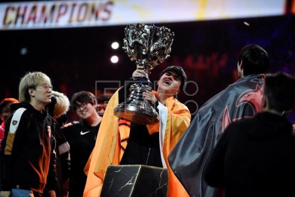 China's FunPlus Phoenix lifts Summoner's Cup after beating G2