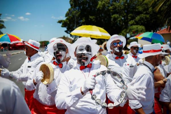South African members of the Cape Minstrel bands attend the annual 'Tweede Nuwe Yaar' (Second New Year) carnival through the streets of Cape Town, South Africa, Jan. 2, 2018. EPA-EFE/NIC BOTHMA