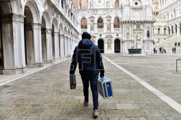 An agent of the Scientific Police leaves the Doge's Palace in Venice, Italy, Jan. 3, 2018. EPA-EFE/ANDREA MEROLA