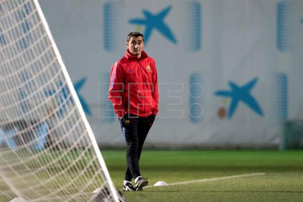 FC Barcelona's head coach Ernesto Valverde leads a training session of the team in Barcelona, Catalonia, north eastern Spain, on Jan. 03, 2018. EFE-EPA/ Marta Perez