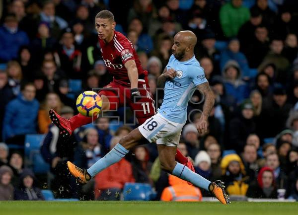 Manchester City's Fabian Delph (R) challenges Watford's Richarlison during the English premier league soccer match between Manchester City and Watford at the Etihad Stadium in Manchester, Britain, Jan. 2, 2018. EPA-EFE/Nigel Roddis