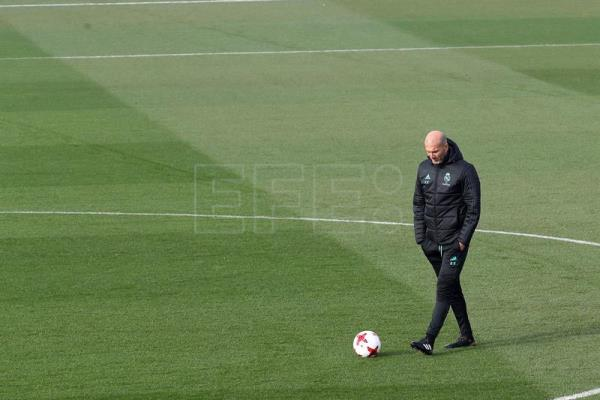 Real Madrid French head coach Zinedine Zidane leads a training session at Valdebebas Sport City facilities in Madrid, Spain, on Jan. 03, 2018. EPA-EFE/CHEMA MOYA