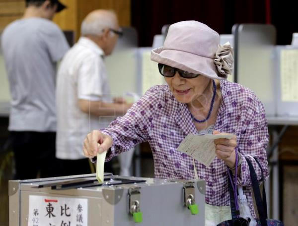 Japanese centenarian population exceeds 70,000 for the first time