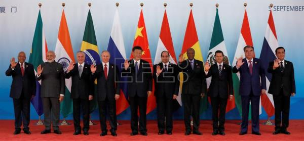 (L-R) South Africa's President Jacob Zuma, Indian Prime Minister Narendra Modi, Brazilian President Michel Temer, Russian President Vladimir Putin, Chinese President Xi Jinping, Egypt's President Abdel Fattah al-Sisi, Guinea's President Alpha Conde, Mexico's President Enrique Pena Nieto, Tajikistan's President Emomali Rahmon and Thai Prime Minister Prayut Chan-o-cha pose for a group photo ahead of the 'Dialogue of Emerging Market and Developing Countries' on the sideline of the 2017 BRICS Summit in Xiamen, Fujian province, China, 05 September 2017. EPA-EFE/TYRONE SIU / POOL