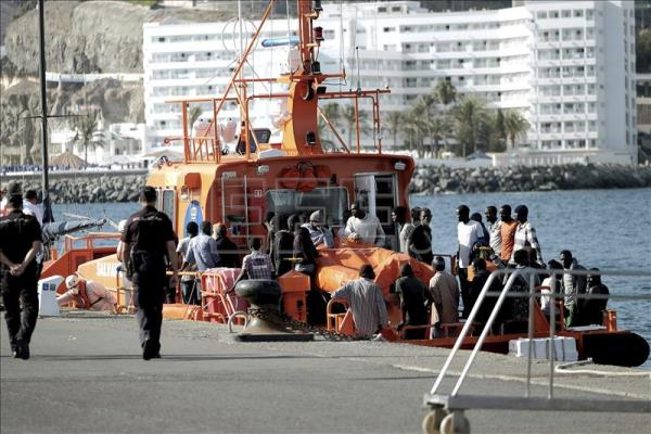 Navy rescue ship arrives to the Arguineguin dock in Gran Canaria, Canary Islands, Spain on 03 August 2015 after the rescue of 32 Sub-Saharian immigrants 70 milles far away to the coast when they travel in a little ship. EFE/Angel Medina