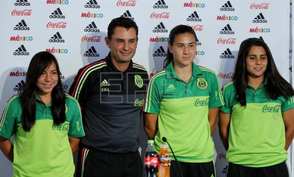 (FILE) Mexican women s national soccer team players Charlyn Corral (L) f89f0fad6