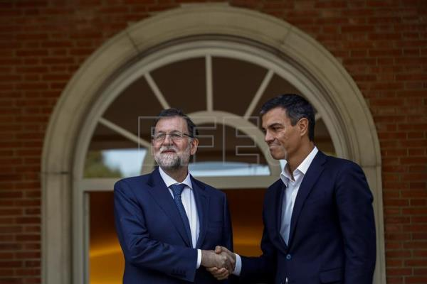 Spanish Prime Minister, Mariano Rajoy (L), welcomes the Secretary-General of Spanish Socialist Workers' Party (PSOE), Pedro Sanchez, prior to their meeting at the Moncloa Palace in Madrid, Spain, Sept. 7, 2017. EPA-EFE/Emilio Naranjo