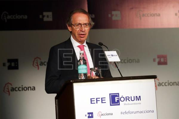 "The president of Spain's international news agency Agencia EFE, Jose Antonio Vera, speaks during the opening of the forum entitled ""The great challenge for Chile in the face of climate change"" and sponsored by the Acciona company, held in Santiago, Chile on Sept. 7, 2017. EFE/Mario Ruiz"