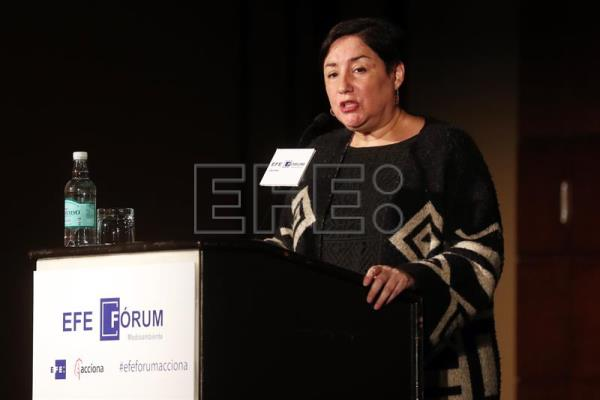 "Chilean presidential candidate Beatriz Sanchez, speaks during the opening of the forum entitled ""The great challenge for Chile in the face of climate change"" and sponsored by the Acciona company, held in Santiago, Chile on Sept. 7, 2017. EFE/Mario Ruiz"