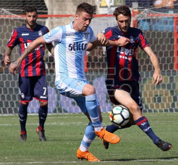 Lazio s Sergej Milinkovic-Savic (C) in action during the Italian Serie A  soccer e267a9728df36