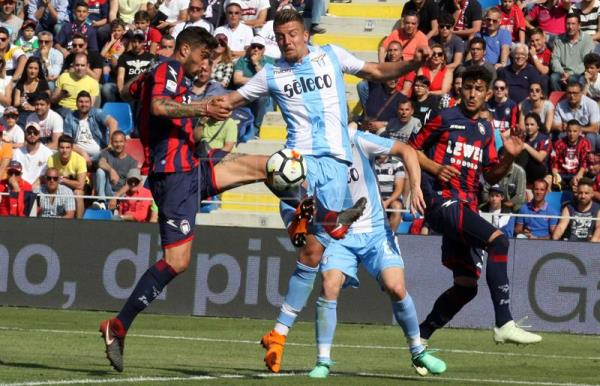 Crotone s Federico Ceccherini (L) scores during the Italian Serie A soccer  match between FC 1e7d423e6a6e2