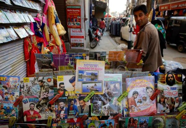 A roadside vendor sells movies on DVDs and CDs in Srinagar, the summer capital of Indian Kashmir. The cinemas in Kashmir were closed after eruption of militancy in 1990. People now watch movies at homes on their TV sets through satellite TV channels, DVDs and CDs. (Cine) EFE