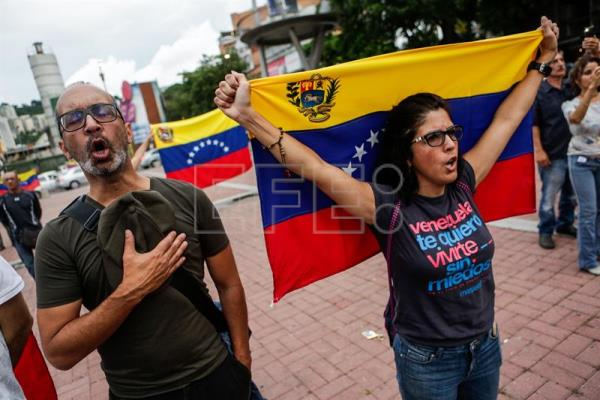 Supporters of the opposition take part in a demonstration in Caracas, Venezuela, on July 15, 2016. EFE