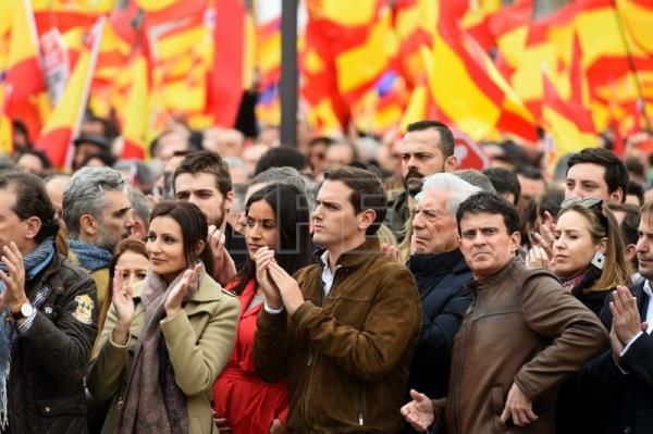 Spanish Ciudadanos (Citizens) party leader Albert Rivera (C), Nobel-laureate Peruvian writer Mario Vargas Llosa (4-R) and Manuel Valls (3-R), Barcelona mayoral candidate and former French prime minister, take part in a rally at Columbus Square called by Spanish opposition parties People's Party and Ciudadanos (Citizens) party under the motto 'For a United Spain. Elections Now!', asking for general election, Madrid, Spain, Feb. 10, 2019. EPA-EFE/FERNANDO ALVARADO