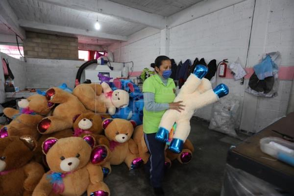 Mexico's stuffed-animal capital gears up for Valentine's Day