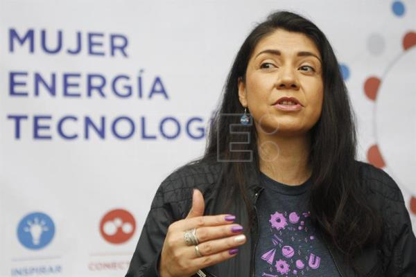 Entrepreneurs urge women in Colombia to push into science, tech