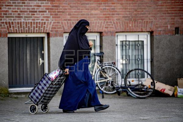 Dutch Burqa-ban enters into force amid general resistance