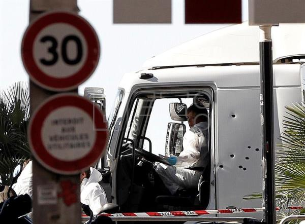 Police researchers inspect the cockpit of the truck that crashed the previous night into the crowd during the Bastille Day celebrations in Nice, France, 15 July 2016. French police have identified the suspect in a truck attack in Nice, that left at least 84 people dead and more than 100 injured, by his fingerprints. EFE/ALBERTO ESTEVEZ