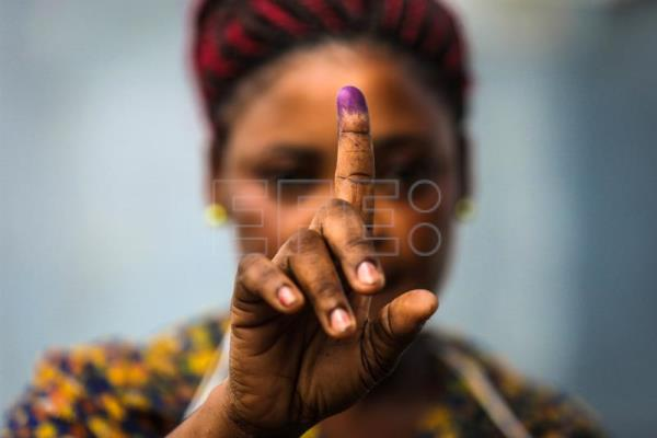 A woman shows her inked finger after casting her ballot for the Equatorial Guinea legislative elections in Malabo, Equatorial Guinea, 12 November 2017. Equatorial Guinea holds legislative elections on 12 November. EPA-EFE/MARIO CRUZ